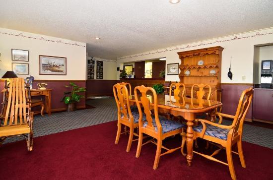 Cozy House & Suites: Lobby