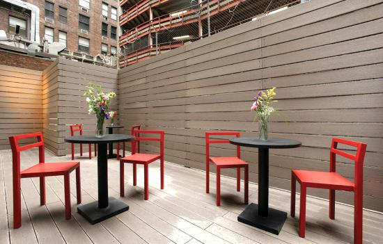 BEST WESTERN PLUS Hospitality House : Outdoor Seating Deck