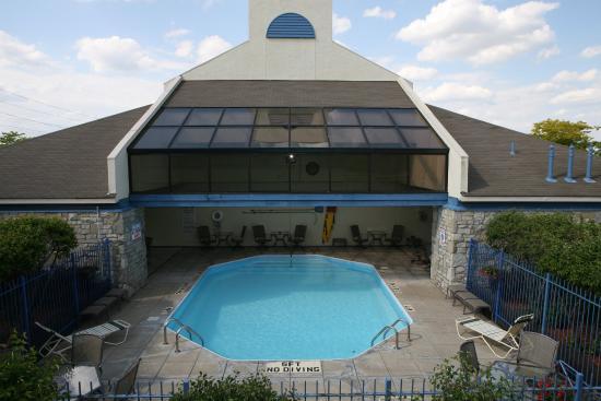 Days Inn & Suites Monroe: Pool