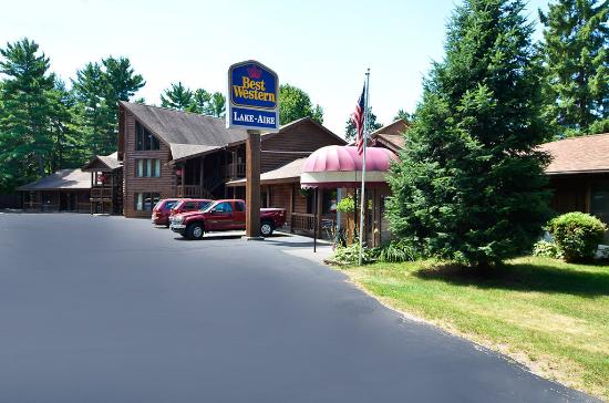 BEST WESTERN Lake-Aire Motel & Resort: Hotel Exterior
