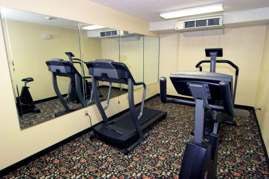 Days Inn Burlington East: Fitness Center
