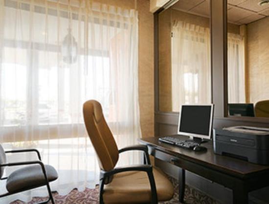 Ramada Lethbridge: Business Center