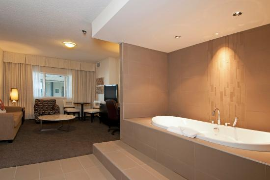 Coast Kamloops Hotel & Conference Centre: Honeymoon Suite