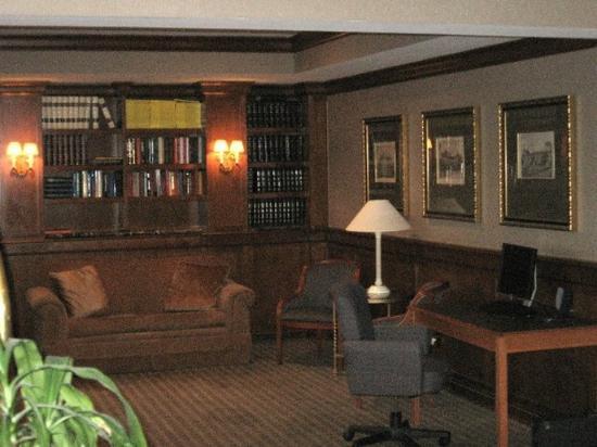 GuestHouse International Inn & Suites Wichita: Interior