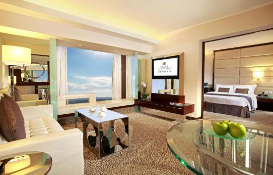 Regal Kowloon Hotel Executive Suite