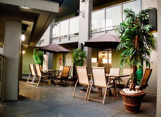 Accent Inn Vancouver Airport: Patio