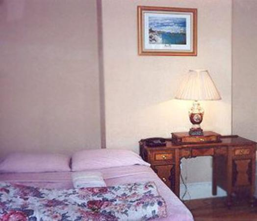 Abercrombie's Farrington Inn: Room
