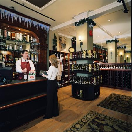 The Strathcona Hotel: Strath Ale Wine & Spitit Merchants