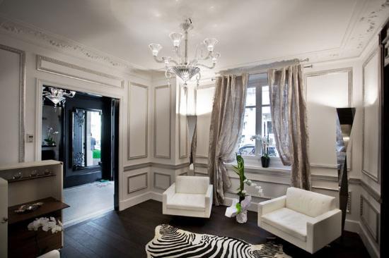 Hotel Ares Paris: White Lobby