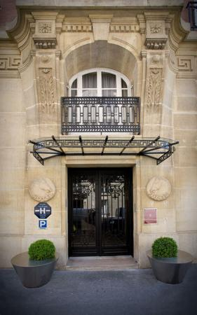 Hotel Ares Paris: Frontview