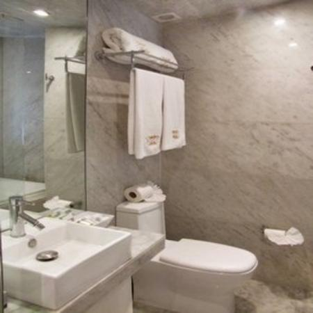 Hotel Del Angel: Washroom
