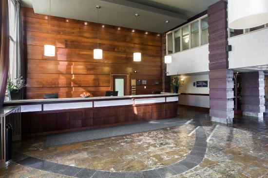 Sandman Hotel & Suites, Calgary Airport: Lobby