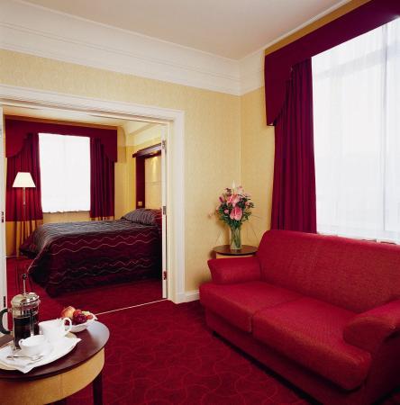 The Queens - Leeds: Room