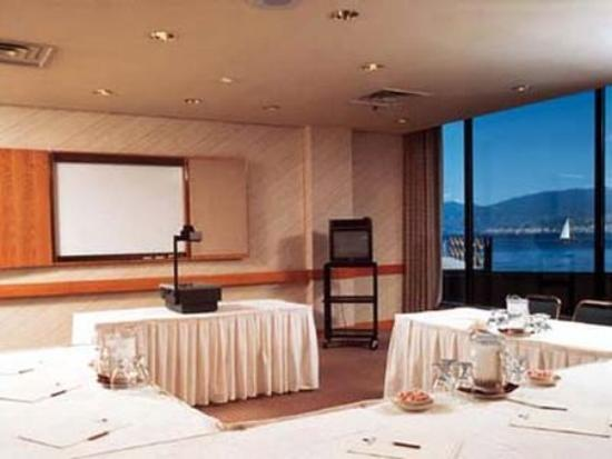 Penticton Lakeside Resort & Conference Centre: View