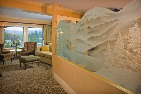 Crest Hotel: Fireside Suite Entry