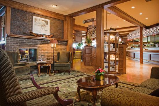 Crest Hotel: Lower Lobby