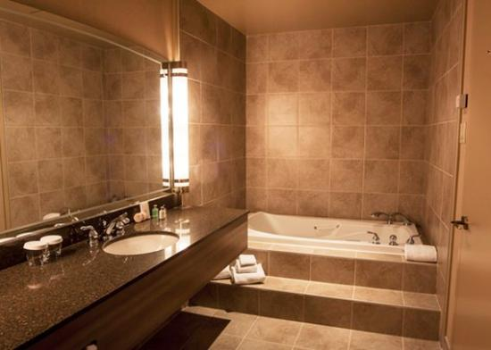 Hotel Royal William: Bathroom in Guest Room