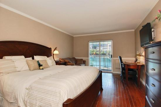 South Thompson Inn & Conference Center: Upgraded King Room