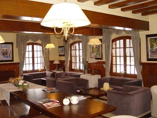 Husa Sant Bernat: Hall