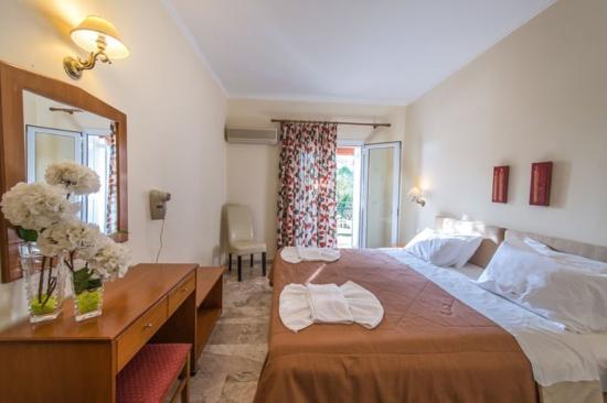 Venus Hotel & Suites: Deluxe Room