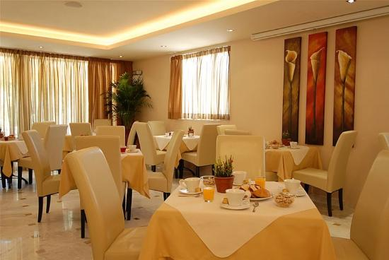 Venus Hotel & Suites: Breakfast Room