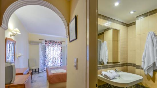 Venus Hotel & Suites: Bathroom