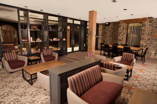 Hotel du Vieux-Quebec lounge