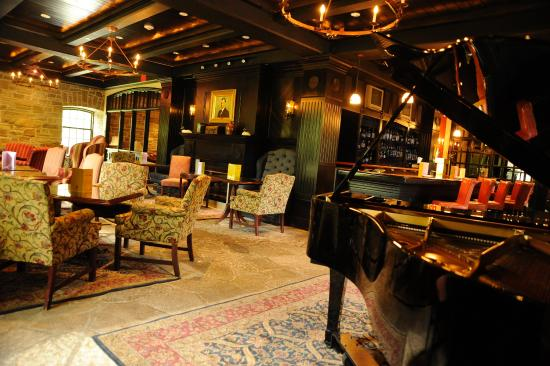 Old Mill Toronto: Home Smith Bar is where Great Jazz lives!