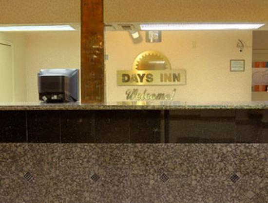 Days Inn Midtown Albuquerque: Lobby