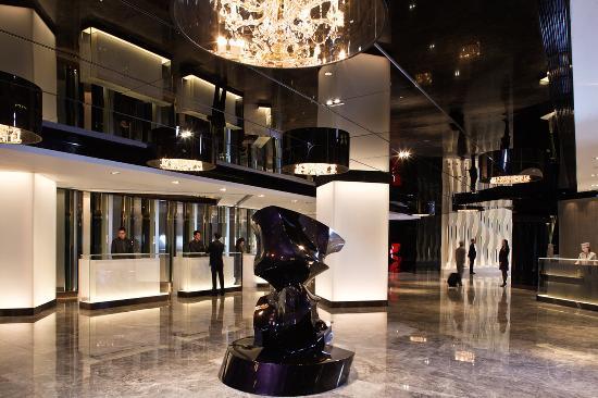 The Mira Hong Kong: Hotel Lobby