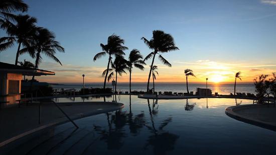 Postcard Inn Beach Resort & Marina: Pool at Night