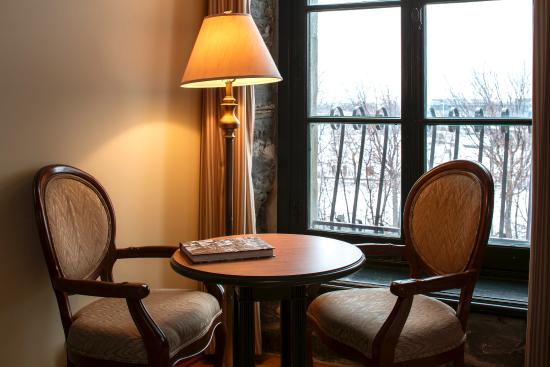 Auberge du Vieux-Port: AVPCAKing Riv Table