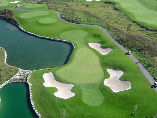 Brookstreet Hotel: Brookstreet Golf Course From Room HR