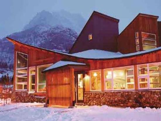 Waterton Lakes Lodge Resort: View