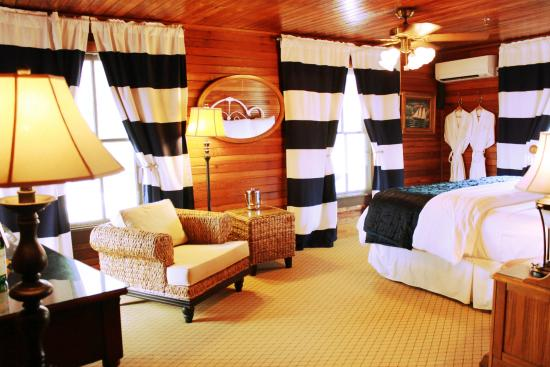 The Riverview Hotel Yacht Club Suite Historic 1885 Room