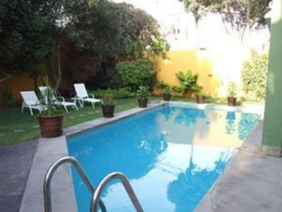 Basadre Suites Boutique Hotel: Outdoor Swimming Pool -R