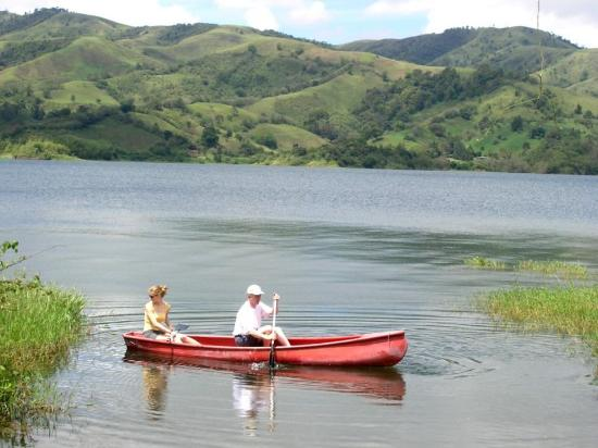 La Mansion Inn Arenal Hotel: Canoeing at Arenal Lake