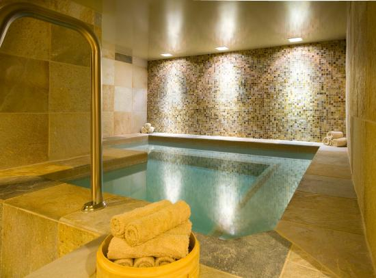 Teton Mountain Lodge & Spa- A Noble House Resort: Soak in to the comforts of SpaTerre's women's Jacuzzi.