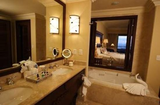 Pueblo Bonito Sunset Beach Golf & Spa Resort: Bath room