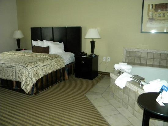 Best Western Dunkirk & Fredonia Inn : Whirlpool Guest Room