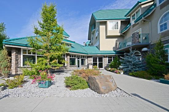 Best Western Pocaterra Inn: South Pool Exterior
