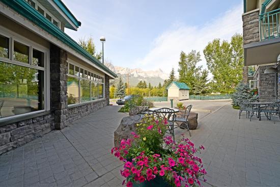Best Western Pocaterra Inn: North Pool Exterior