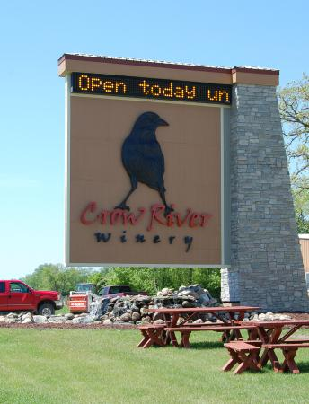 Days Inn by Wyndham Hutchinson: Crow River Winery