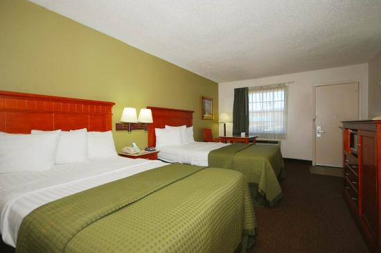 Rodeway Inn & Suites: Two Queen Bed Guest Room