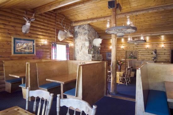 Buck's T-4 Lodge: Restaurant