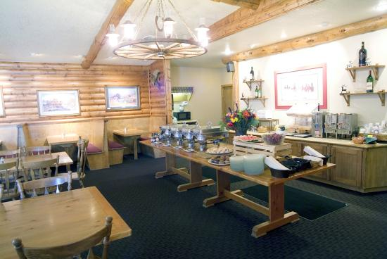Buck's T-4 Lodge: Breakfast Area