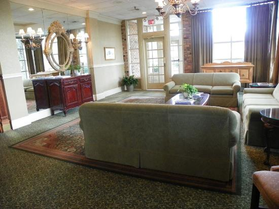 Lafayette Garden Inn & Conference Center: Lobby