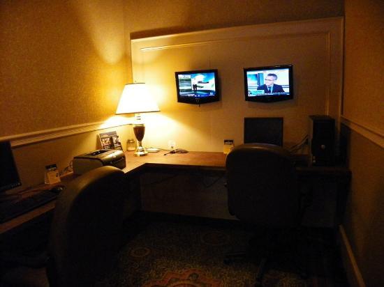 Lafayette Garden Inn & Conference Center: Business Center