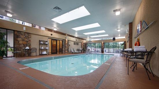 BEST WESTERN Plus Landing View Inn & Suites: Pool