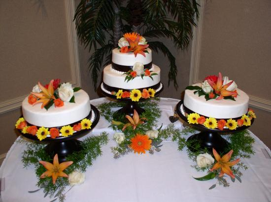 Lafayette Garden Inn & Conference Center: Brides Cakes